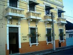 Hotel Ajau, bello edificio, buen mantenimiento