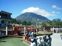 Foto de un cerro tomada en el parque de Santa Elena Barillas, Villa Canales, Guatemala. Esta foto abre el video que envié a Imagine Cup.