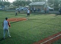 Un partido de Slow Pitch, variante del Beisball